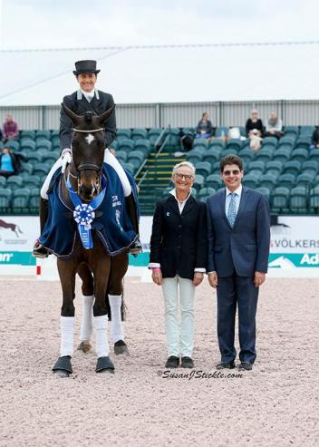 Tinne Vilhelmson-Silfven on Don Auriello with Janne Rumbough of MTICA Farm and judge Cesar Torrente (COL).