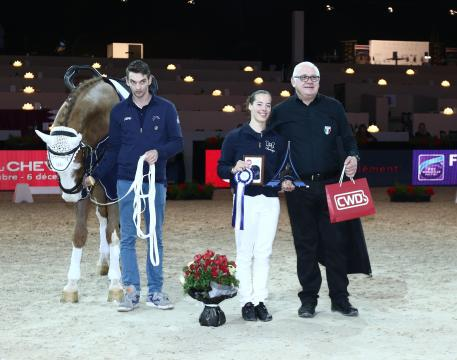 Italy's Anna Cavallaro, winner of the Individual Female competition at the FEI World Cup™ Vaulting 2015./2016 qualifier in Paris pictured with lunger Nelson Vidoni