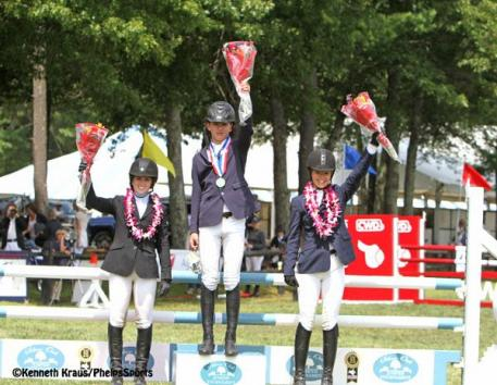 Charles Jacobs atop the podium with Siobhan Hardiman (left) and Aly Howard (right). Photo by Kenneth Kraus/PhelpsSports