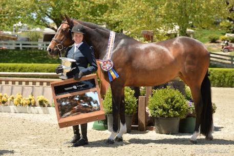 Darby Mazzarisi and Gemology in their winner's presentation. Photo by The Book, LLC