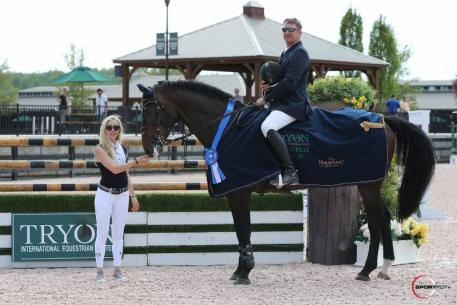 Derek Petersen and Forgiven in their presentation ceremony with Paige Bellissimo. Photo Credit: Photos ©Sportfot.