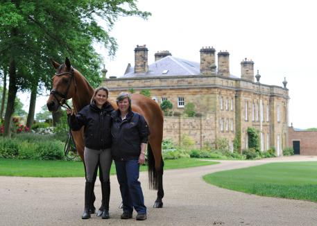 Emma Blundell and her mother Jill in front the Mount St. John manor house with Claire (Caprimond x Der Clou)