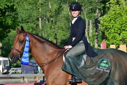 Erin Hastings and Honor are presented as the winners of the $5,000 NEHJA Performance Stake Hunter Derby, presented by Eastern Hay, at the Vermont Summer Festival. (Photo: David Mullinix Photography)