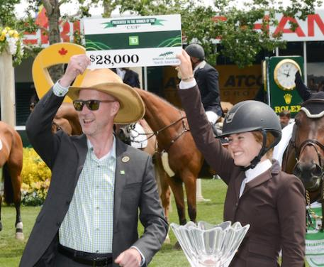 Kara Chad accepts her winning prize from Derreck Cresswell-Clough, District Vice President, TD Canada Trust (Photo: Spruce Meadows Media)
