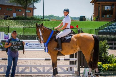 Kristen Vanderveen and Bull Run's Eternal in their presentation ceremony (Photo:©Don West Photography)
