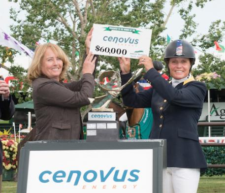 Leslie Howard accepts her winning prize from Sheila McIntosh, Executive Vice President, Environment & Corporate Affairs, Cenovus (Photo: Spruce Meadows Media)