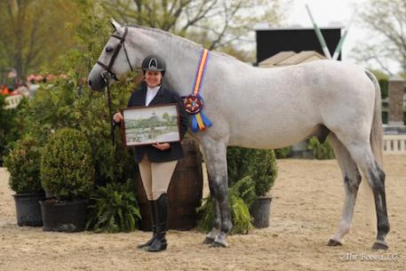 Louise Serio accepts Grand Hunter Champion for Sandy Ferrell with Calibur Trail. Photo by The Book, LLC