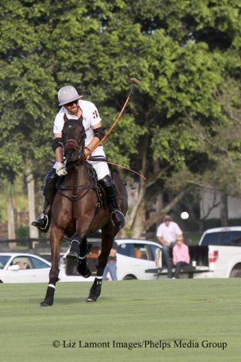 Polito Pieres makes a neck shot. Photo: Liz Lamont Images/Phelps Media Group.