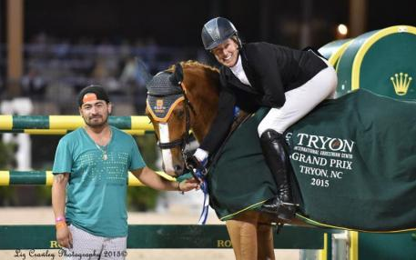 chuyler Riley and groom Jesus Pimentel celebrate their win with Q-7 (Photo: ©LizCrawleyPhotography)