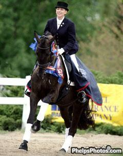 Selten HW and Elizabeth Ball Win the 2009 U.S. Young Horse Championships (Photo © Mary Phelps)