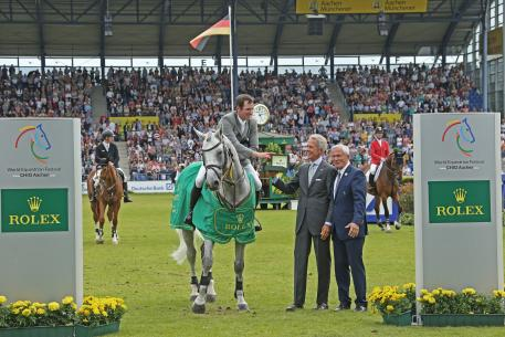 EO of Rolex Germany, Peter Streit, and president of Aachen-Laurensberger Rennverein e.V. Carl Meulenbergh congratulating the winner.