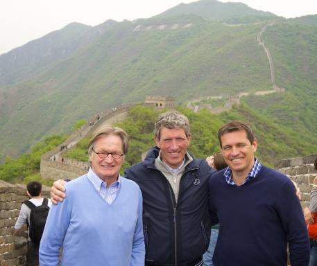 Ludger Beerbaum together with the CHIO Aachen organisers Frank Kemperman (left) and Michael Mronz (right) while visiting the Great Wall of China. The picture can be used free of charge (picture: Longines Beijing Masters/ Arnd Bronkhorst).