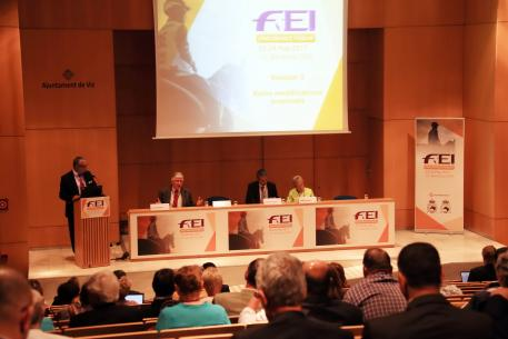 FEI Endurance Director Manuel Bandeira de Mello speaks at the 2017 FEI Endurance Forum, with panellists (L-R) Brian Sheahan, FEI Endurance Committee Chair, elite athlete Valerie Kanavy (USA), and Stephane Chazel (FRA), who is an event organizer, athlete and trainer.