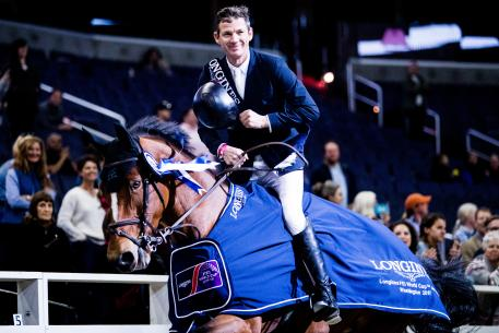 Beat Mändli (SUI) and his mount Dsarie celebrate victory at the Longines FEI World Cup™ Jumping in Washington (USA) on Saturday 28 October 2017