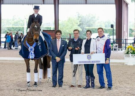Belinda Trussell and Anton in their presentation ceremony with judge Cesar Torrente, Javiar Bacariza of Yeguada de Ymas, Sponsorship Coordinator Cora Causemann, and Allyn Mann of Adequan.