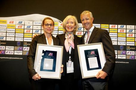 FEI Press Relations Director Grania Willis presents the best press office awards to Lyon Horse Show organiser Sylvie Robert (Longines FEI World Cup™ Jumping Western European League) and Lou Jacobs of the CP Wellington Masters (North American League) during the Finals in Gothenburg (SWE). (FEI/Dirk Caremans)