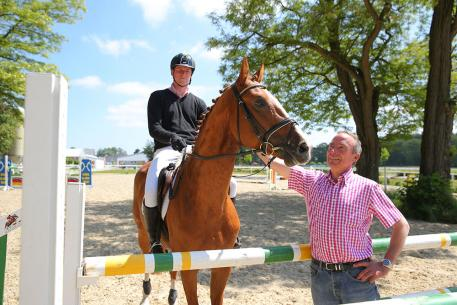 Trainer Thomas Schönig always has an eye on the horse's development