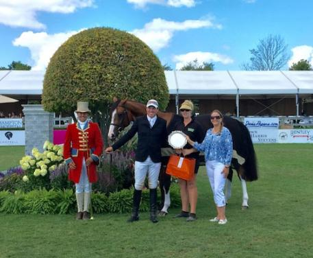 Chris Sorensen (second left) of Canada and Wriomf won the Equis Best Turned-Out Horse and Presenter Award at the Hampton Classic. (McMillen photo)