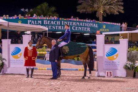 onor Swail and Viva Colombia in their presentation ceremony with ringmaster Christian Moreno and Equestrian Sport Productions President Michael Stone
