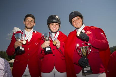 TEAM YOUNG RIDERS GOLD from Left to Right: Karagulle Necdet Kaan with CAMPARI, Kitis Ece with CASSITANO and Afyoneri Talya with WERVELWIND 4 (Photo: Alexis Vassilopoulos)