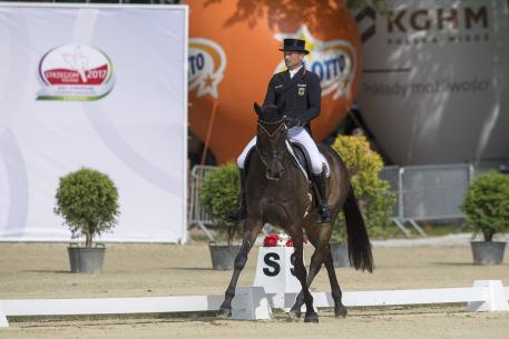Defending champion Michael Jung (GER) rides into third place individually on fischerRocana and puts the German team into a commanding lead after the dressage at the FEI European Eventing Championships in Strzegom (POL).