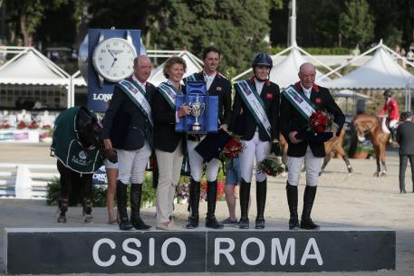 Team Great Britain made it a back-to-back double when winning the Furusiyya FEI Nations Cup™ Jumping Europe Division 1 leg at Piazza di Siena in Rome (ITA) for the second year in succession today. On the podium (L to R) Michael Whitaker, Di Lampard Chef d'Equipe, Ben Maher, Jessica Mendoza and John Whitaker.