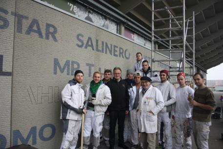 The trainees; the Chairman of the ALRV, Frank Kemperman (fourth from the left), and the Director of Education Manfred Nikolai Scheilen.