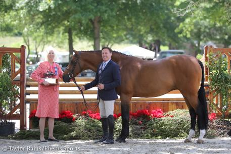 Lucador, with Scott Stewart (right) and owner Dr. Betsee Parker (left), received the Sallie J. Sexton Challenge Trophy as the 2018 Grand Champion Hunter at the Upperville Colt & Horse Show. (Photo: Taylor Rains/Phelps Sports)
