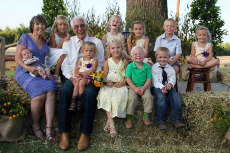 Betty and Tony De groot with their Grandchildren