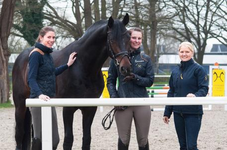 The Team: Bérangère Robineau with auction rider Anna Peters and groom Kristin Remmert.