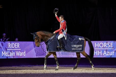 America's McLain Ward salutes the crowd after claiming victory at the Longines FEI World Cup™ Jumping Final 2017 with the mare HH Azur in Omaha (USA) last Sunday.