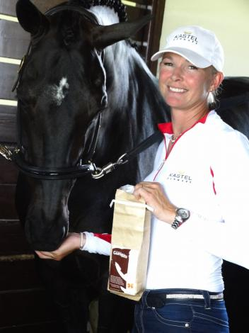GumBits Ambassador Katherine Bateson-Chandler gives GumBits to her winning Grand Prix dressage mount, Alcazar