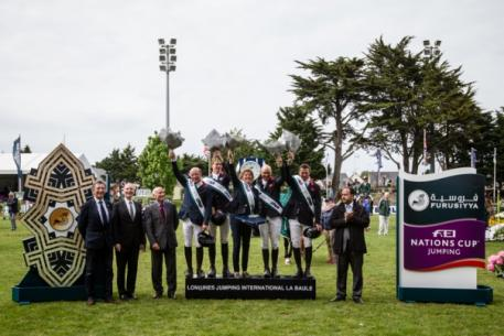 The British team celebrate on the podium after victory at the second leg of the Furusiyya FEI Nations Cup™ Jumping 2015 Europe Division 1 League at La Baule, France today: (L to R) Michael Whitaker, Spencer Roe, Di Lampard (Chef d'Equipe), Joe Clee and Guy Williams. (FEI/Eric Knoll)