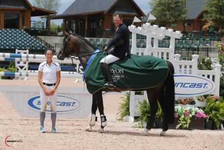 David Beisel and Ammeretto in their award presentation with Lauren Tisbo of Suncast® (Photo: ©Sportfot)