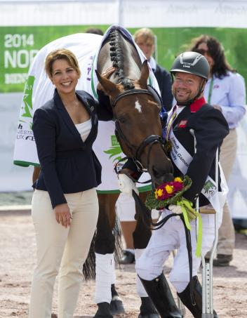 FEI President HRH Princess Haya celebrates freestyle medal day at the Alltech FEI World Equestrian Games™ 2014 in Normandy (FRA) with triple gold medallists Zion and Lee Pearson (GBR), the world's most successful Para-Equestrian Dressage athlete. (Leanjo de Koster/FEI)