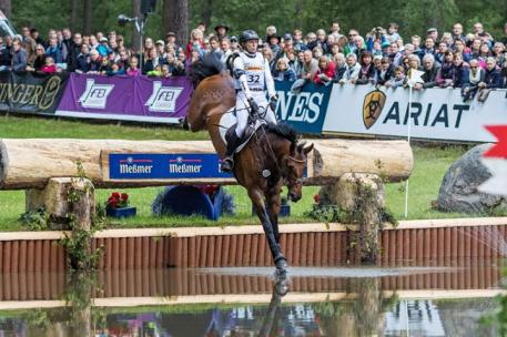 Ingrid Klimke and FRH Escada JS power into the lead after Cross Country at Luhmühlen (GER), fifth leg of the FEI Classics™ 2014/2015. (Hanna Broms/FEI)