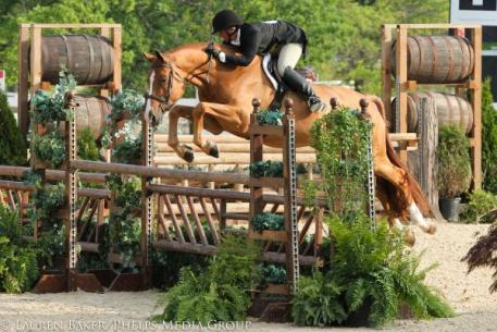 Jennifer Alfano and Jersey Boy won the 5,000 USHJA International Hunter Derby at the Kentucky Spring Horse Show.