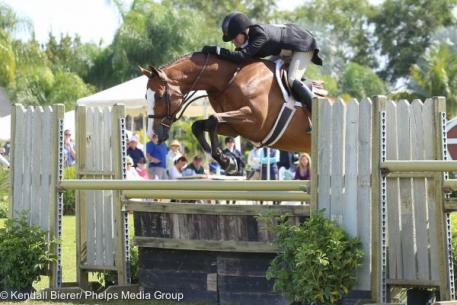 Kelley Farmer and Mindset rode to the top of the 5,000 USHJA International Hunter Derby at the Ridge at Wellington.