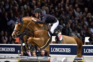 On the right, Ludger Beerbaum, 51; on the left, Bertram Allen, 19. Tonight, in addition to these thirty-two years, a huge second separated them at the end of a crazy jump-off.