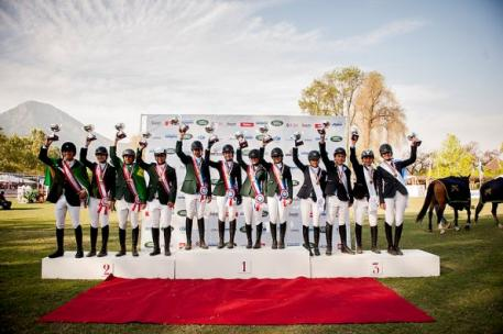 On the podium for the Pre-Junior Team event at the FEI Americas Jumping Championships 2014 in Vitacura, Chile (L to R): the silver medallists from Brazil Verde, the gold medallists from Brazil Amarela and the bronze medallists from Argentina Blanco. (FEI/Lucio Landa)