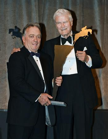 Robert Sillcox (right) accepts the Jump Canada Hall of Fame Award – Official from Allan Erhlick on behalf of his late wife, Sandra Sillcox.      Photo by Michelle C. Dunn