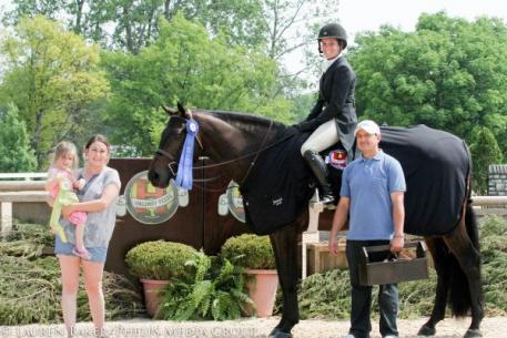 Sarah Sturges and Conan won the $5,000 Hallway Feeds USHJA National Hunter Derby.
