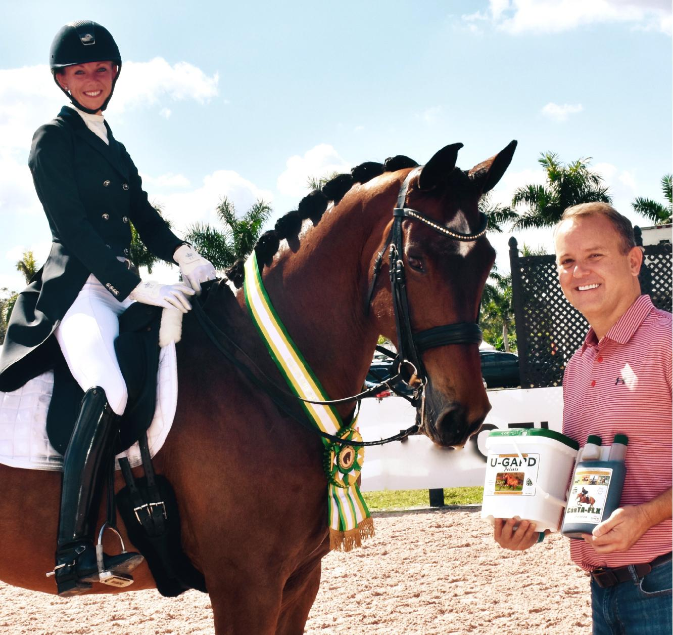 charlie_ohara_of_corta-flex_inc._presents_the_corta-flx_sport_horse_of_the_week_award_to_laura_graves_and_verdades.jpeg
