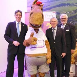 Aachens's Lord Mayor Marcel Philipp, Mascot Karli, ALRV President Carl Meulenbergh and General Manager of  the aachen tourist service Werner Schlösser. (Photo:ALRV/aachen tourist service).