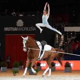 Anna Cavallaro (ITA) wins the FEI World Cup™ Vaulting series opener at Madrid Horse Week with Monaco Franze 4, lunged by Nelson Vidoni.
