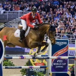 McLain Ward and the mare HH Azur, winners of tonight's thrilling second leg at the Longines FEI World Cup™ Jumping Final 2017 in Omaha (USA). (Photo: Cara Grimshaw/FEI)