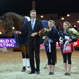 America's Kimberly and Cassidy Palmer with lunger Maurits de Vries and horse Zygo won the Pas-de-Deux competition at tonight's second leg of the FEI World Cup™ Vaulting 2015/2016 series in Paris, France.