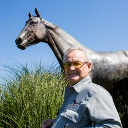 Secretariat Jockey Ron Turcotte poses with the Secretariat Statue at MMSC. Pohto by Phillippe Cheng Photography